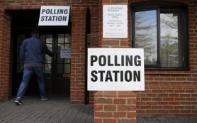 Британцы голосуют в пабах, прачечной и в школьном автобусе
