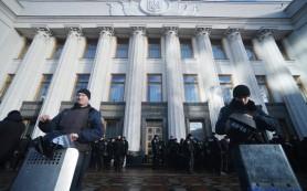 Вкладчики банков и представители профсоюзов митингуют у Рады в Киеве