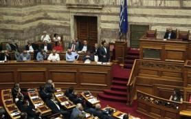 Парламент Греции одобрил необходимые для получения кредита реформы
