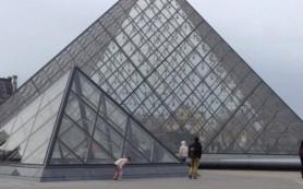 Россияне в Париже боятся выходить на улицу