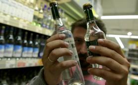 Мелким магазинам Крыма и Севастополя продлили право торговать водкой
