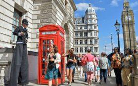 Туристы и коллекционеры спешат нажиться на дешевом фунте