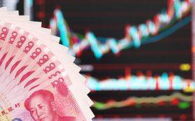 Центробанк Китая ослабил курс юаня к доллару сразу на 0,35%