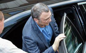 Миллиардера Керимова выпустили под залог в 5 млн евро и обязали не покидать Францию