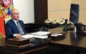 Банки почти вдвое нарастили ввоз долларов в Россию