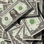 Россиянам назвали валюты, на которых можно заработать в 2021 году