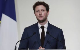 Франция призвала страны-партнеры не признавать вакцины от коронавируса из России и Китая